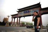 2017年4月1日,中共中央、国务院决定设立雄安新区,规划范围涵盖河北省雄县、容城、安新3县及周边部分区域。消息一经公布,举国沸腾,30岁出头的张鹏看着手机新闻,激动莫名。