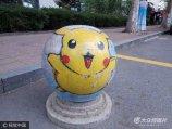 2017年6月22日,济南长清区,在山东艺术学院校园内,近百石墩被大学生涂抹成创意卡通画。