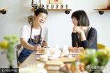 """7月01日,青岛,怡萱和张先生是一对85后小夫妻,在山东青岛的大学路经营甜品店,靠着张先生的手艺,小两口过着现代版""""男耕女织""""的生活。"""