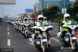 2017年9月18日,济南,数百名特巡警力和民兵武装集结列队,数十辆各型警用车辆分类排列。