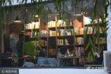 """10月16日,一家具有现代设计感装修风格的""""高颜值""""书店落户山东聊城大学东校区。"""