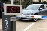 为提高车位利用效率,青岛交警引入共享停车平台公司,在岛城目前已经有超过1万个共享车位,超过一百家停车场签约共享车位。