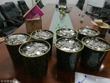 2017年11月18日下午,山东菏泽市民刘先生携6袋面粉袋装的3万5千个硬币来到城区黄河东路某4S店交了一款车的首付。