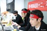 """12月8日,浙江省杭州市,杭州近日出现了一家可以""""定制男友""""的零食店,这家网店为了吸引顾客来买他们家的薯片,竟然雇了几名95后小鲜肉来当陪聊师,就为了让来买薯片的女顾客能感到开心快乐。"""