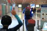 2018年2月19日,北京,马布里退役后只身返美,热心球迷机场相送。
