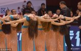 2018年3月18日,山东济南,省体育中心上演2017-2018赛季CBA季后赛1/4决赛第3场:山东高速vs江苏肯帝比赛,长腿篮球宝贝身着短裤舞动双截棍火力全开引爆现场气氛。