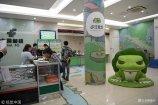 """018年5月20日,全国首家""""旅行青蛙""""主题邮局在上海浦东蓝村路支局(蓝村路62号)和徐汇支局(天钥桥路105号)正式开业。"""