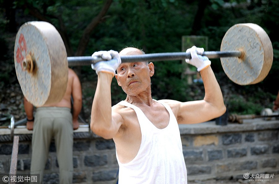 济南:夏练三伏 高温难挡市民健身热