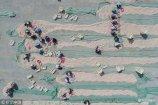 2018年9月5日,山东滨州,在鲁北地区最大的海产品干货批发市场所在地冯家镇,当地村民正在为分拣各种海货忙碌着。从事这个行业的大都为中老年留守妇女,她们足不出户也能挣到大约60元左右的半日薪。