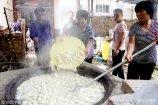 2018年9月10日,山东省茌平县乐平镇小孙庄村老年人免费饺子宴现场。
