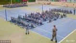 """2018年9月14日,济南,2018级山东艺术学院的3000余名新生正在体育场开始大学""""第一课""""――军训。"""