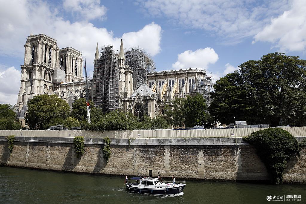 凤凰涅槃浴火重生 巴黎圣母院重建修复工作已展开