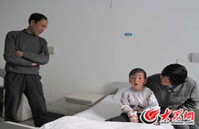 尹永康与他的养父母