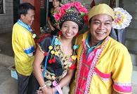 布朗族传统的民族服装