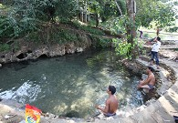大树温泉成为德昂族随时可享用的场所