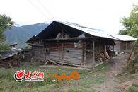 独龙族人依然居住在传统的木结构房子