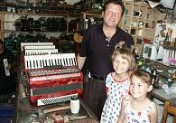 亚历山大和2个天使般的女儿