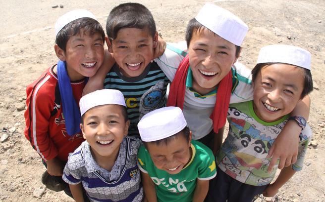 快乐的东乡族儿童