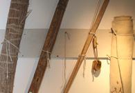 放在博物馆里的东乡族擀毡工具