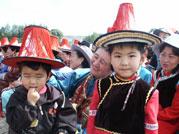 小小尧乎尔都有自己的民族服装