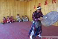 赫哲族传统的萨满舞