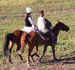 走下马背的哈萨克族老骑手