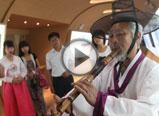 朝鲜族老人表演朝鲜族民族乐器洞箫
