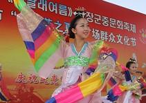 身着七彩服饰的朝鲜族姑娘