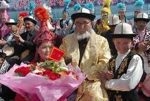 阿合奇县专门为老人祝寿