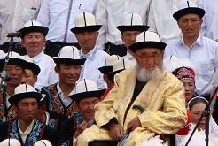 居素甫老人几乎成为柯尔克孜族人的英雄和神