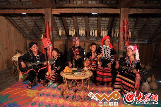 拉祜族一家人