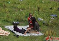 珞巴人享受大自然的美景