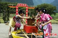 仫佬族传统民俗抢粽粑