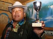 巴黎获得的蒙古式摔跤第一名