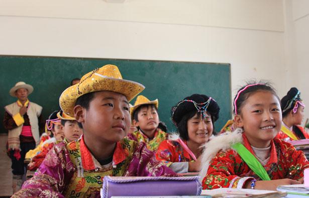 """宁蒗县民族小学""""普米班""""的学生在上课"""