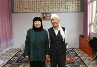 韩占祥与老伴在自己家的礼拜堂里