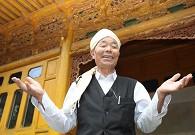 韩占祥介绍自己设计督建的传统民居