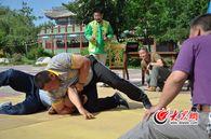 锡伯族传统摔跤