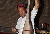 演奏吐鲁番十二木卡姆