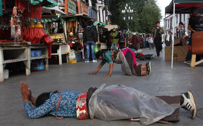 虔诚的藏传佛教信徒