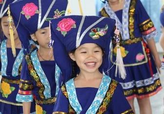 壮族文化发祥地之一武鸣县从娃娃抓起
