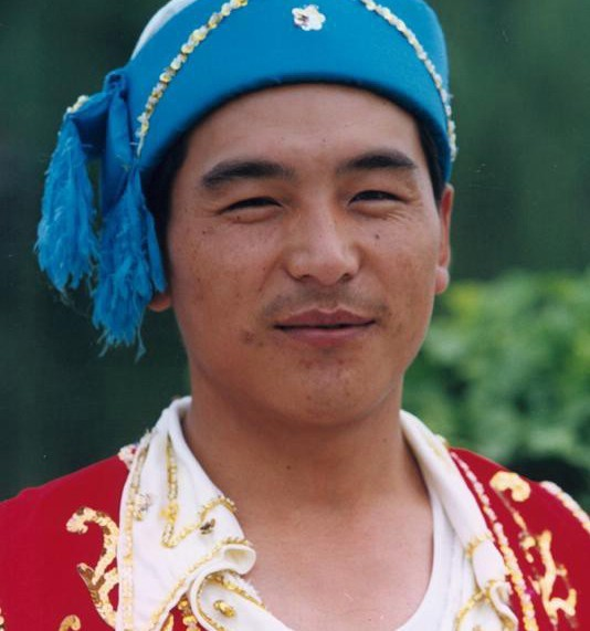 ...保安族使用保安语,属于阿尔泰语系蒙古语族.大多数人兼通汉...