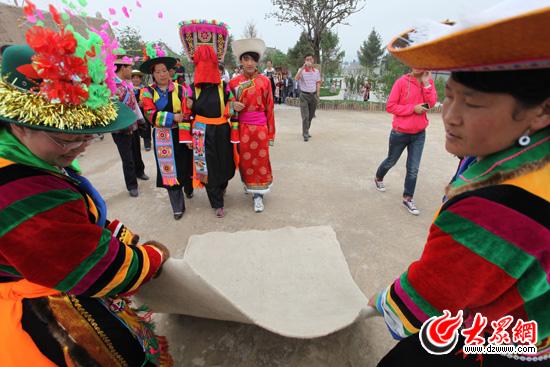 """青海省互助土族自治县,拜访此行第12个民族,被称为""""彩虹部落""""的土族."""