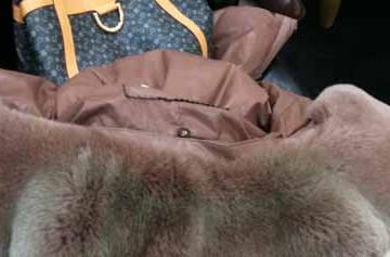 潍坊谷德广场被曝售问题皮衣 花4千多几天掉色