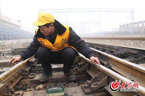 负责维修车站内的电动道岔,轨道电路,信号机,区间信号设备以及区间有
