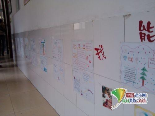 教师走廊小学生的文化作品展示