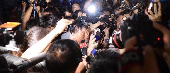 首都机场发生爆炸 媒体追访目击者