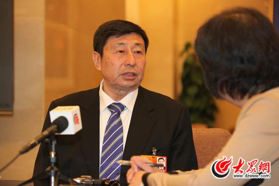 全国人大代表,青岛港集团有限公司董事局主席,总裁常德传接受大众网