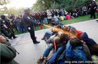 """白人警察""""无罪""""凸显美国民主之黑"""