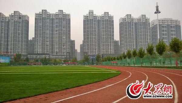 特写 菏泽书记市长的庄严承诺 为了5000小学生的操场